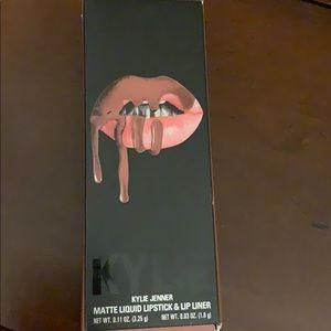Kylie Jenner Matte Liquid Lipstick & Liner BNIB